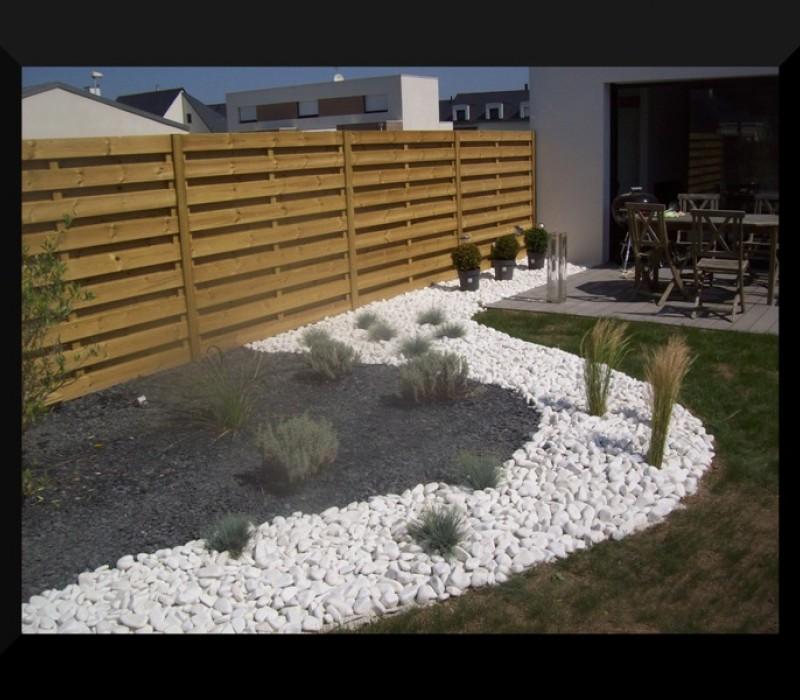 R alis s avec les produits de clavier mat riaux dans le morbihan for Amenagement jardin avec gravier